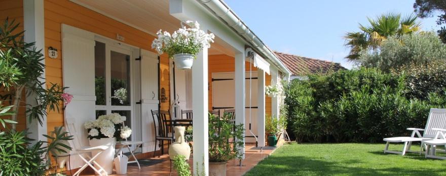 """Terrasse und Garten vom Ferienhaus """"Chalet-Becky"""""""