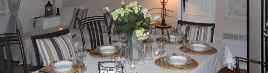 """Gedeckter Tisch im Ferienhaus """"Chalet-Becky"""""""